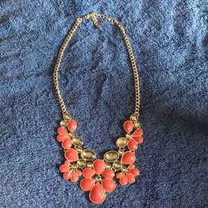 NWOT red and gray gold statement necklace
